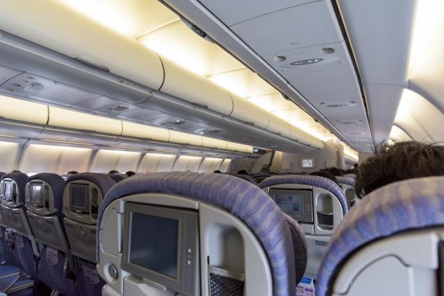 新生児はいつ頃から飛行機に乗れる?