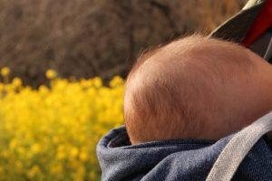 新生児に抱っこ紐は必要?