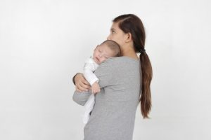 赤ちゃんに鼻水吸い取り器はいつから使える?