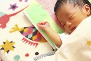 年賀状で出産報告をする