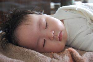寝返りで窒息の危険性はいつまで?
