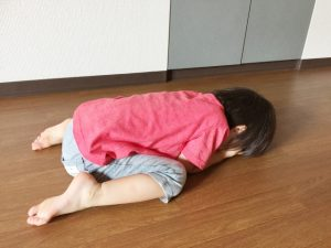洋服に着替えたくないと子供が泣く場合の対処法